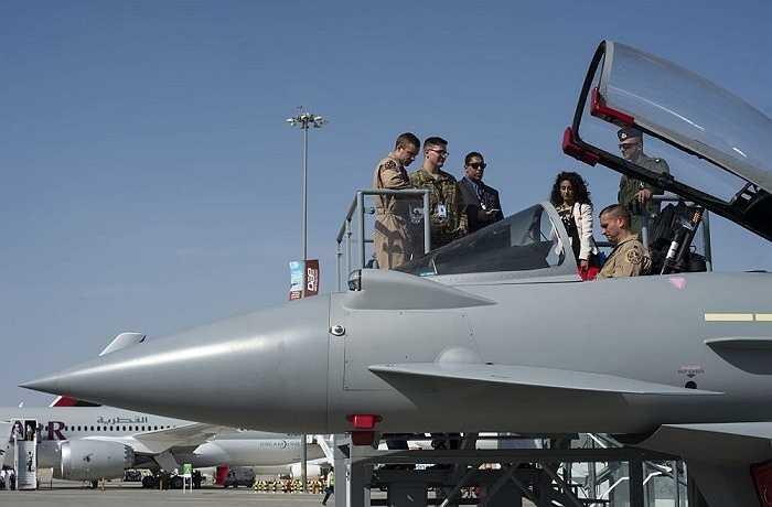 Máy bay chiến đấu Eurofighter Typhoon (Chiến binh châu Âu) được xem là chiến đấu cơ lợi hại nhất thế giới