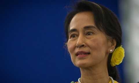 Bà Aung San Suu Kyi phát biểu trước các cử tri sau cuộc bầu cử lịch sử ở Myanmar. Ảnh: Reuters