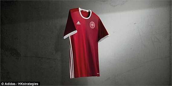 Áo đấu của Đan Mạch mang nhiều nét tương đồng với áo của ĐT Bỉ