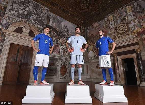 Cũng trong thời gian này, ĐT Italia cũng đã giới thiệu áo đấu cho vòng chung kết Euro 2016