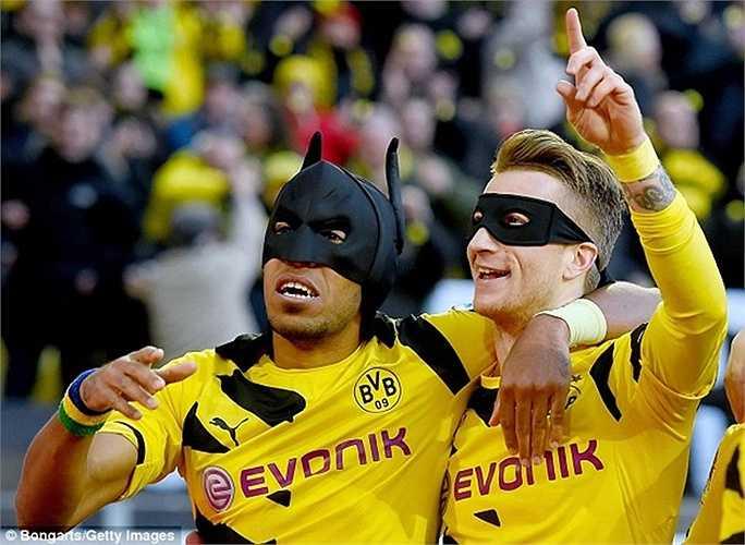 Nhiều người coi Aubameyang là người dơi của Dortmund, còn Marco Reus là Robin Hood của CLB này. Chính nhờ 2 siêu anh hùng này mà đội bóng vùng Ruhr đang bám đuổi quyết liệt với 'Hùm xám' trên bảng xếp hạng