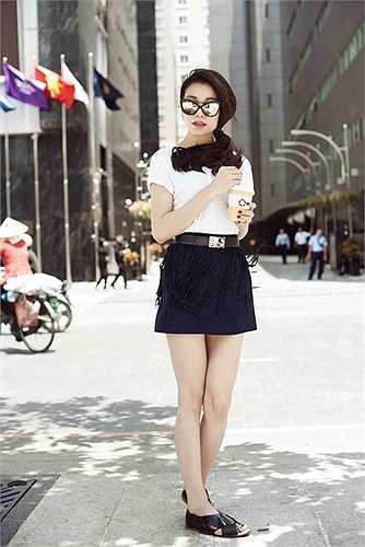 Không theo một phong cách nào nhất định, Trà Ngọc Hằng biến hóa không ngừng với quần áo theo tâm trạng mỗi ngày.