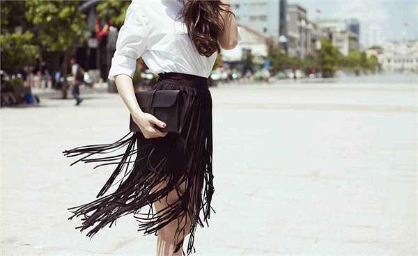 Nhìn cô diện nhiều người cho rằng họ cảm giác như đang thấy một fashionista châu Á giữa lòng Sài Gòn.