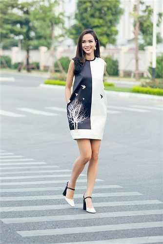 Vũ Ngọc Anh vừa thực hiện một bộ ảnh streetstyle khoe phong cách dạo phố đầy cá tính.