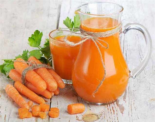 Nước ép cà rốt: Để điều trị cholesterol, kali và magiê có trong nước ép cà rốt giúp giảm lượng cholesterol trong máu. Nó làm ổn định cao huyết áp và lượng đường trong máu. Những người bị bệnh tiểu đường và huyết áp cao nên tiêu thụ nước ép này thường xuyên.