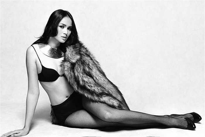 Người mẫu - á hậu cũng đã nhờ nhiếp ảnh gia ghi lại khoảnh khắc 'vượt cạn' của cô vào tháng 10.
