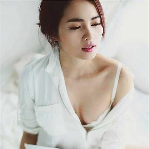 Không chỉ được biết đến với ngôi vị Á hậu Áo dài 2006, top 10 Hoa hậu Việt Nam 2008, Diễm Châu còn là một người mẫu, diễn viên truyền hình. Hiện tại, cô cho biết sẽ không nhận lời đóng phim để tập trung nuôi con.