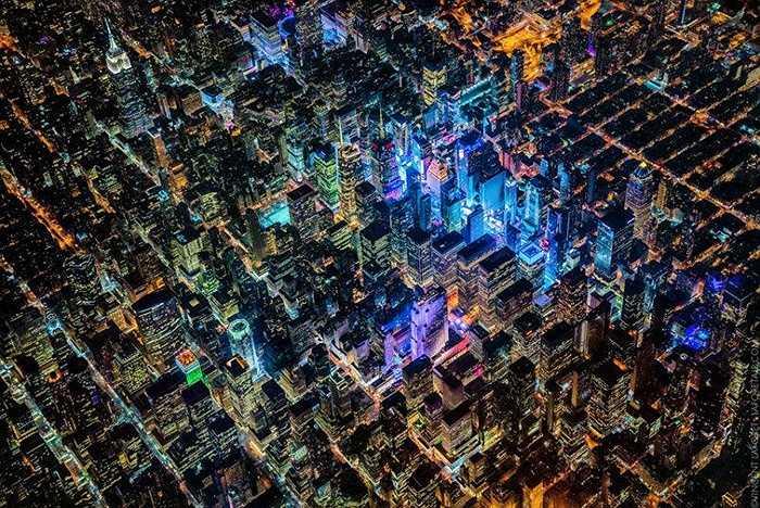Hình ảnh chụp thành phố Newyork về đêm. Tác giả bộ ảnh chia sẻ, chụp ảnh các thành phố về đêm là trải nghiệm sâu sắc mà ông có được trong hàng chục năm qua