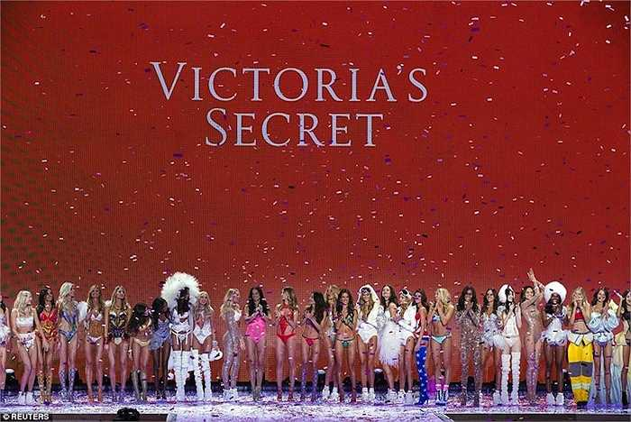 Rạng sáng nay theo giờ Việt Nam, show diễn nội y 'đình đám' Victoria's Secret đã diễn ra thu hút đông đảo sự chú ý của giới mộ điệu.
