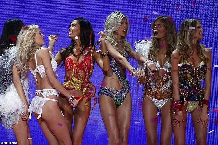 Victoria's Secret Fashion Show lần thứ 20 có 6 BST chính cùng sự tham gia của một loạt những gương mặt mới bên cạnh những thiên thần 'kỳ cựu'.