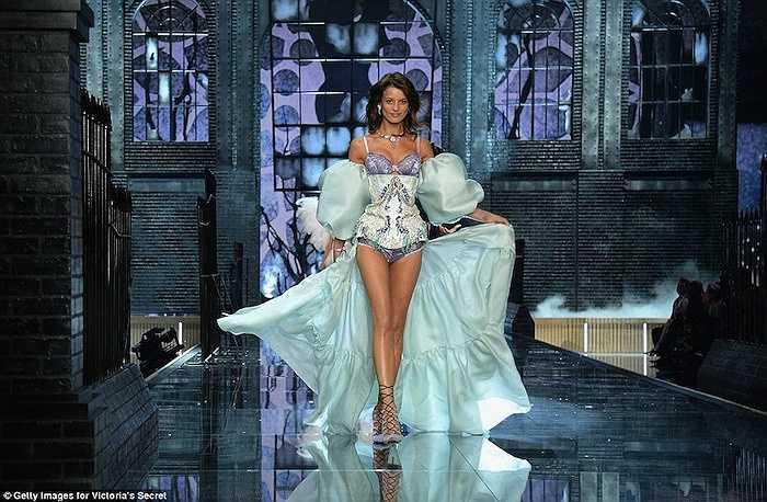 Flavia Lucini diện đồ được lấy cảm hứng từ bộ phim Frozen - Nữ hoàng băng giá của Disney.