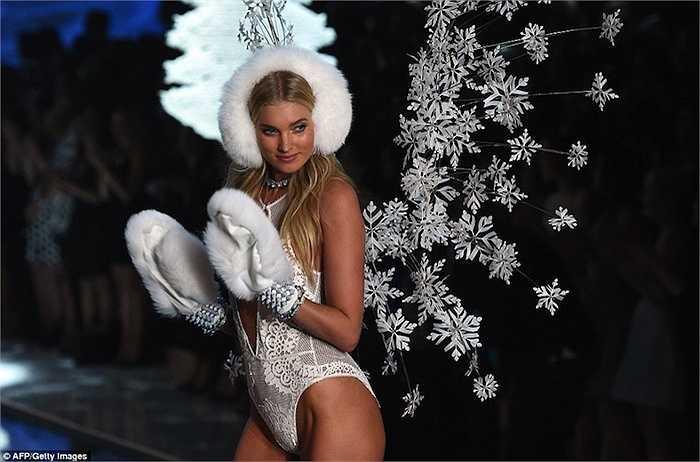 Elsa Hosk, chân dài Thuỵ Điển ngọt ngào và đầy sexy trong BST Thiên thần băng giá. (Trung Ngạn)
