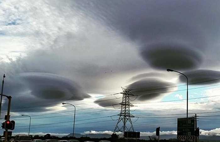 Theo đó, do Cape Town nằm gần biển, với luồng không khí loãng cộng hưởng cùng những cơn gió biển to và mạnh đã giúp cho việc 'tạo hình' những đám mây này