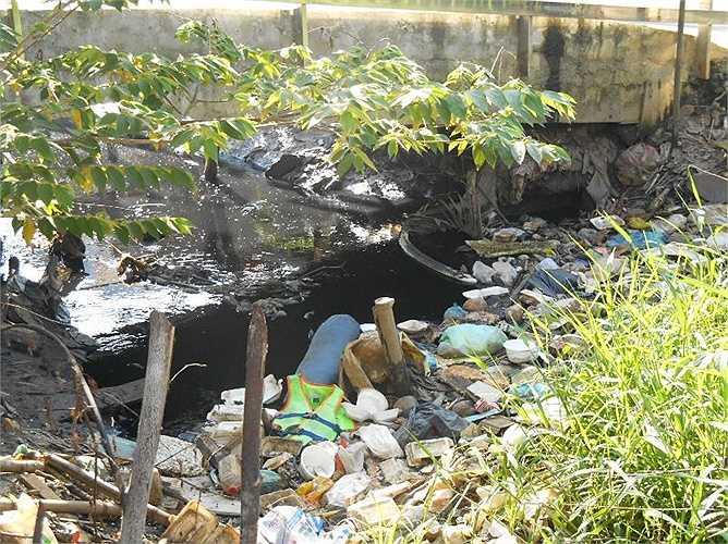 Tình trạng ô nhiễm ảnh hưởng nghiêm trọng đến sinh hoạt của người dân, dường như chưa có điểm dừng. Ảnh: Phan Cường