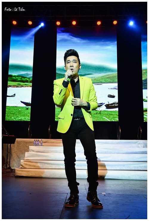 Theo bầu show Hoài Vũ, Quang Hà phải hát 10 bài để câu giờ cho phần biểu diễn của Mỹ Tâm.  Ảnh: Lê Tiến.