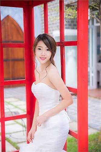 Cô cho biết, sẽ lưu giữ bộ ảnh và xem đó như một trải nghiệm tuyệt vời trước khi chính thức khoác lên mình bộ váy cưới.