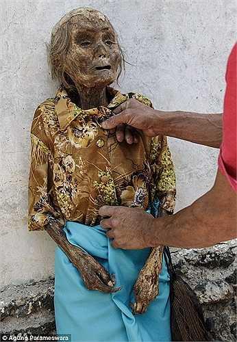 Nhiếp ảnh gia Agung Parameswara đã đến và tìm hiểu về nghi lễ có từ hơn một thế kỷ trước của người Toraja