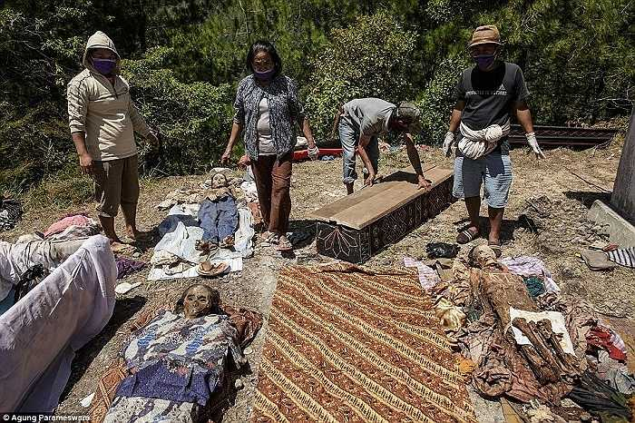 Đám tang được xem là một trong những sự kiện quan trọng nhất đối với người Toraja và họ thường dành dụm cả đời để có một đám tang 'tử tế' trước khi rời trần thế