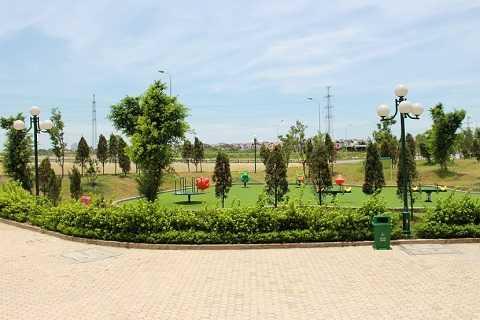 Khu đô thị có rất nhiều không gian xanh và khu vui chơi cho cả người già và trẻ em