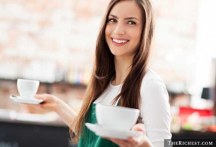 Nữ nhân viên phục vụ bàn hấp dẫn trong cách nói chuyện, giao tiếp và biết làm hài lòng những người xung quanh. Điều này chắc chắn sẽ được các quý ông đánh giá cao.