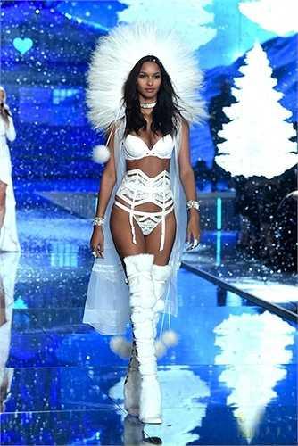 Chân dài Brazil trên sàn diễn Victoria's Secret năm nay.