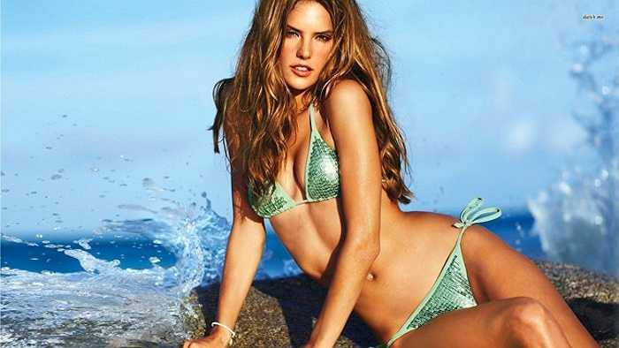 Cô là một trong những 'con át chủ bài' của thương hiệu nội y đình đám Victoria's Secret.