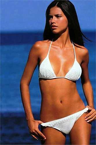 Adriana Lima mang trong mình bốn dòng máu: Pháp, Bồ Đào Nha, Mỹ và Carribean.
