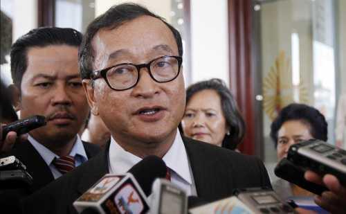Chủ tịch đảng Cứu nguy dân tộc Campuchia Sam Rainsy. Ảnh: AP