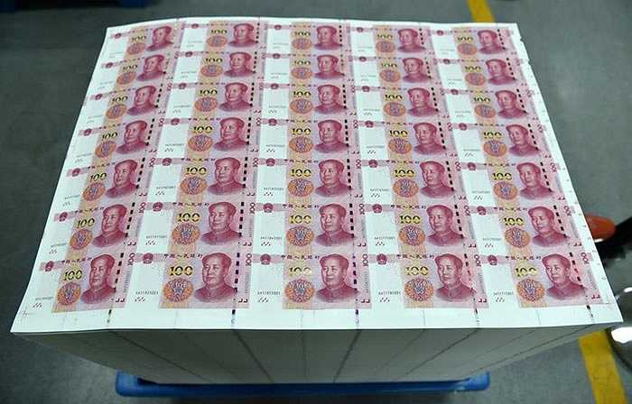 Giải thích về việc phát hành tiền nhân dân tệ mới, Ngân hàng Nhân dân Trung Quốc cho biết, mẫu tiền mới này sẽ khó làm giả hơn và giúp máy dễ đọc hơn.