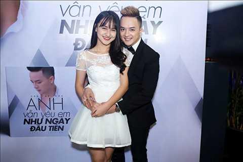 Nữ diễn viên trẻ Mai Tây là người đóng cặp cùng Cao Thái Sơn trong album lần này. Năm nay, Mai Tây chỉ vừa tròn 16 tuổi nhưng đã sở hữu vóc dáng xinh đẹp và thân hình gợi cảm.
