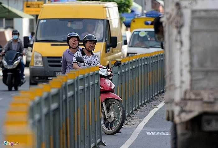 Theo một người dân, mục đích của việc tháo dỡ những đoạn dải phân cách này của một số người là để qua lại cho thuận tiện. Tuy nhiên, tuyến đường này luôn tiềm ẩn nguy cơ xảy ra tai nạn khi các phương tiện thường chạy với tốc độ cao ở cả hai chiều.