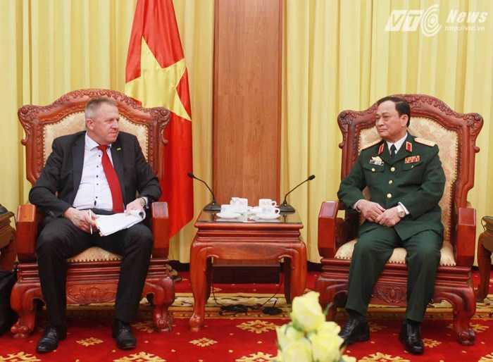 Đô đốc Nguyễn Văn Hiến và Ngài Zdrako Pocivasek tại buổi tiếp - Ảnh: Hồng Pha