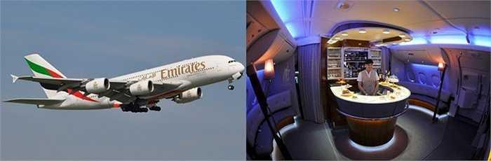 Emirates Airbus A380. Phiên bản máy bay quen thuộc và ưa thích của các ông chủ Ả Rập lắm tiền nhiều của. Các chuyến đi 'làm tiền' của họ sẽ được thoải mái và thuận tiện hơn với sự giúp sức của Emirates Airbus A380, nơi sở hữu quầy bar, nhà tắm lớn cùng các phòng nghỉ sang trọng