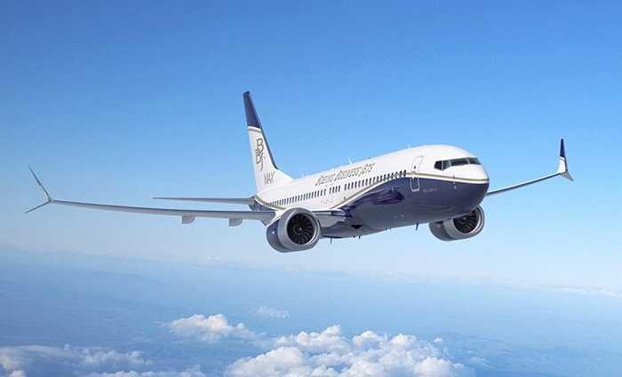 Boeing 747. American Airlines là hãng hàng không sở hữu nhiều chiếc Boeing 747 nhất để chở khách. Tuy nhiên, những tiện nghi trên chiếc máy bay bình dân này không thể so sánh với phiên bản đặc biệt mà tỷ phú bất động sản Joseph Lau đang có. Ông bỏ 150 triệu USD để mua nó và mất khoảng chừng ấy tiền để trang hoàng
