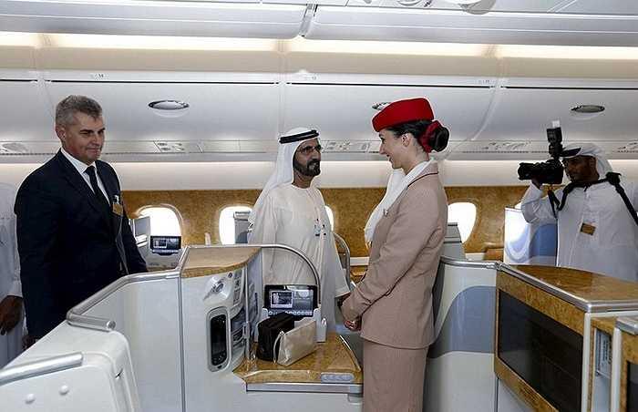 Phó Chủ tịch hãng Emirates thăm máy bay A380. Giá vé hạng thương gia của máy bay A380 từ Dubai đi Copenhagen từ mức 500 USD