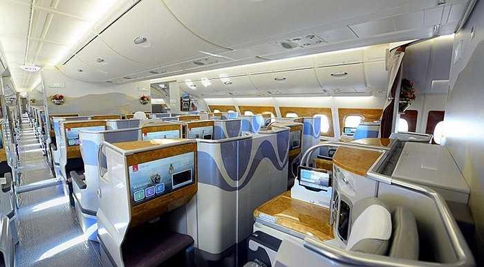 Ghế hạng thương gia được mở rộng với 58 ghế, mỗi ghế dài 2m giúp hành khách có được giấc ngủ thoải mái
