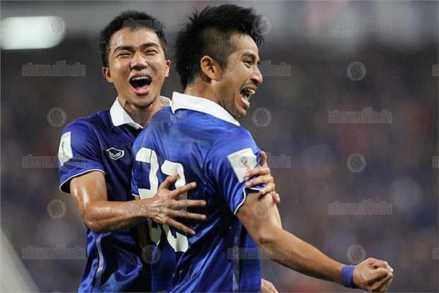 Sân Rajamangala thực sự vỡ òa ở các phút 72 và 74 khi lần lượt Adisak Kraisorn, Tana Chanabut ghi bàn để ấn định chiến thắng 4-2 đầy xứng đáng cho Thái Lan