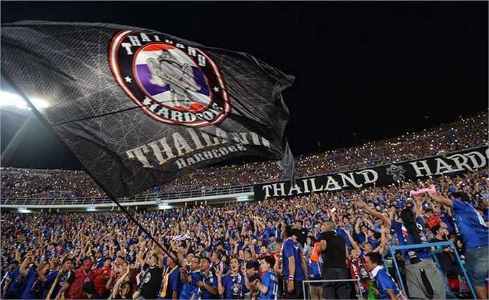CĐV Thái Lan cũng đang đặt nhiều kì vọng đội nhà sẽ giành vé dự World Cup 2018