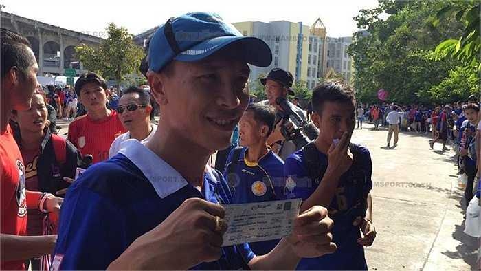 Người hâm mộ Thái Lan háo hức mua vé vào sân