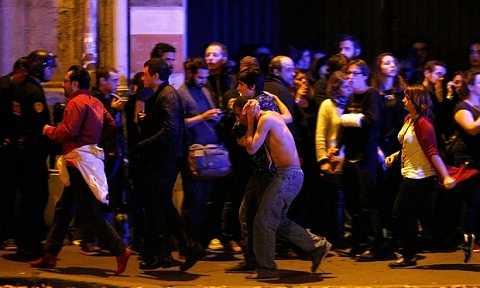 Hiện trường hoảng loạn trong vụ khủng bố ở Paris, Pháp