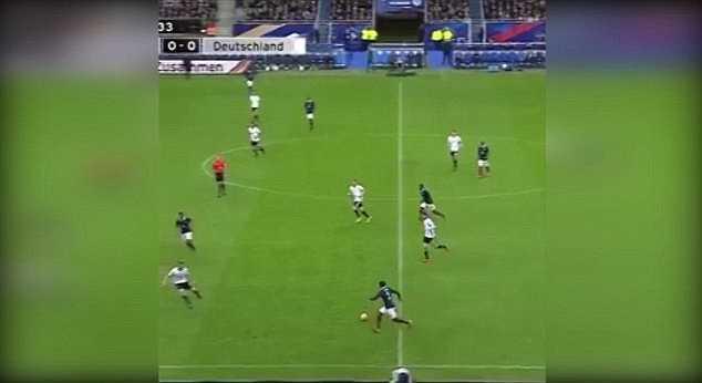 Phút 16 trận giao hữu giữa Pháp và Đức trên sân Stade De France, một tiếng nổ lớn đã phát ra.