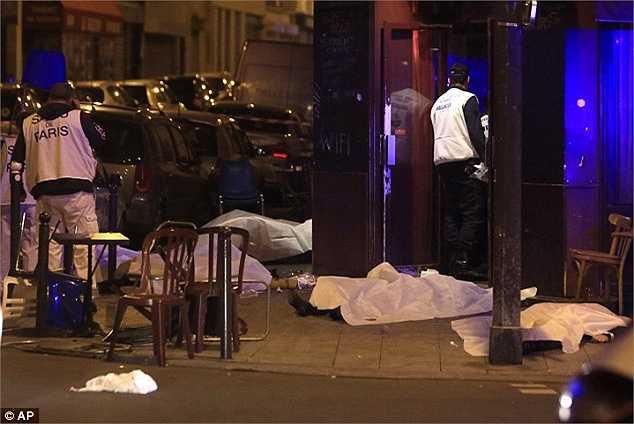 Cảnh sát ước tính có hơn 100 người thiệt mạng sau vụ khủng bố tại Paris.
