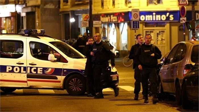 Cảnh sát bao vây hiện trường một vụ nổ ở Paris đêm 13/12