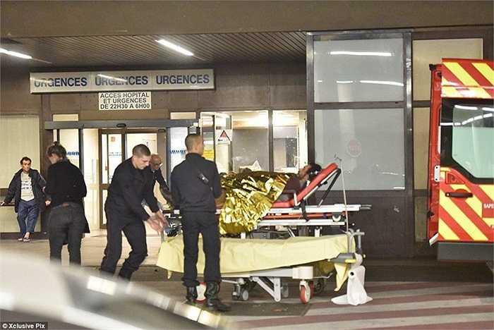 Ít nhất đã có 35 người chết và nhiều người khác bị thương ở nhà hát Bataclan.