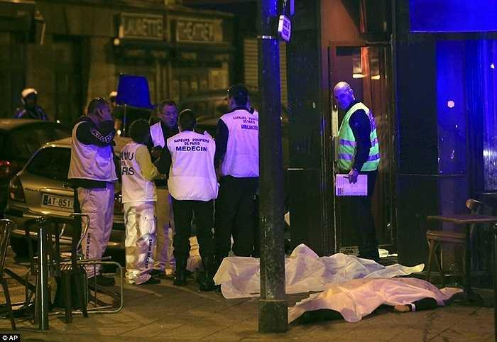 Cảnh sát cho biết có 11 người chết trong vụ xả súng tại nhà hàng này.