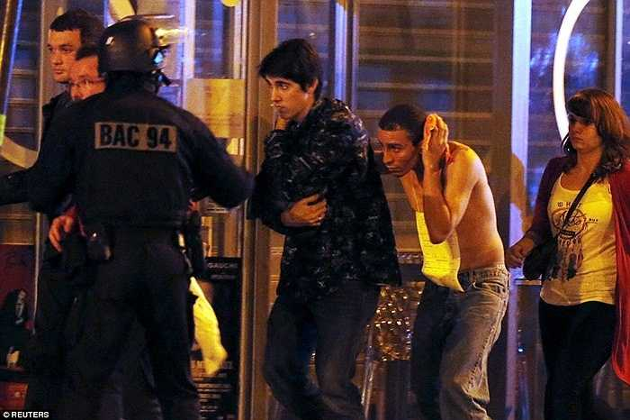 Rất nhiều người bị thương cần sự giúp đỡ từ cảnh sát.