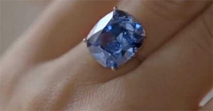Viên kim cương này được cắt ra từ viên kim cương lớn 29,6 carat, phát hiện năm ngoái tại mỏ Cullinan ở Nam Phi.