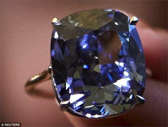 Với mức giá hơn 48 triệu USD nói trên, viên kim cương này đã xô đổ mức giá kỷ lục của viên kim cương Graff Pink được bán hồi năm 2010