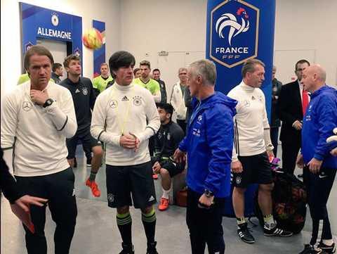 Các thành viên của đội tuyển Đức lo lắng trước trận giao hữu gặp ĐT Pháp. Ảnh: Goal.