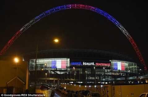 Sân Wembley tưởng niệm các nạn nhân xấu số vụ khủng bố ở Paris